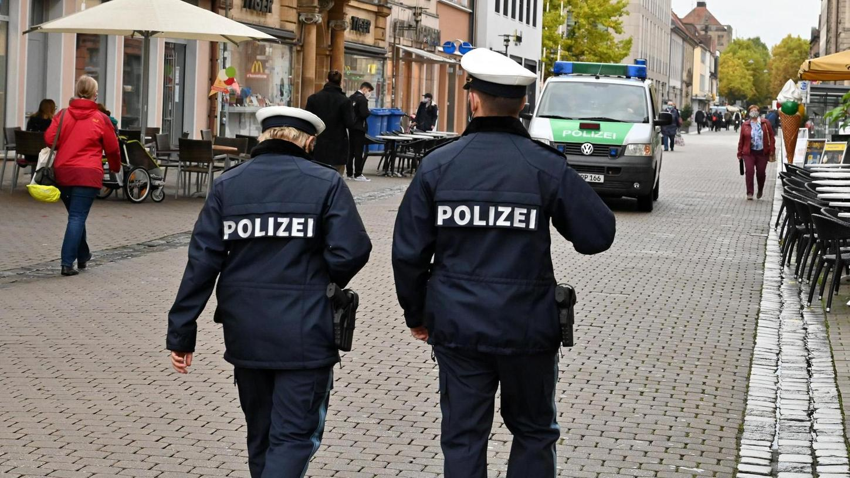 Durch Corona hatte die Polizei in Erlangen 2000 Einsätze, um zu kontrollieren, ob die Regeln eingehalten werden.