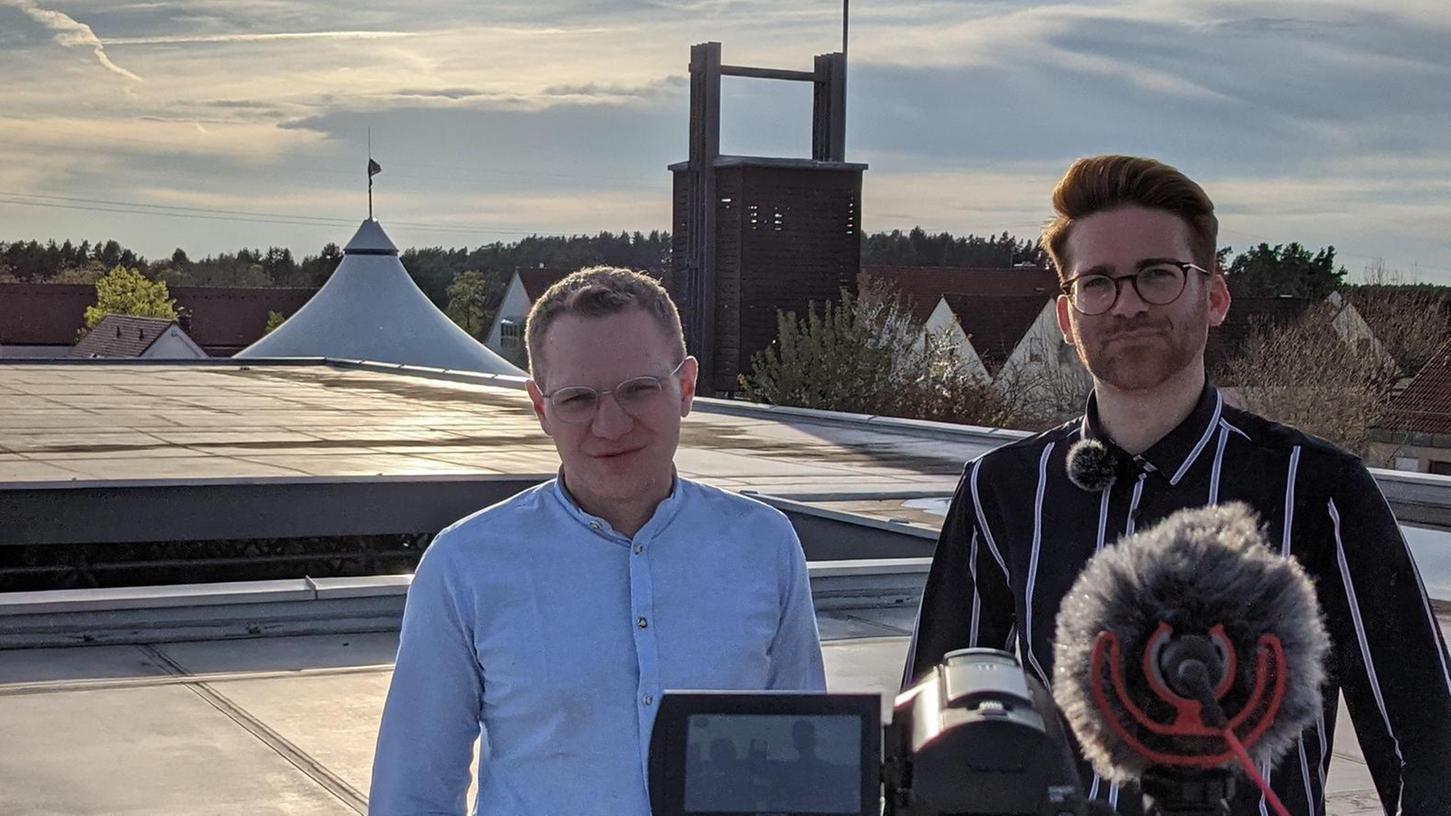 Postbauer-Hengs Beitrag zum digitalen Kirchentag: Die Anmoderation der Video-Einspieler wurde auf dem Flachdach von St. Elisabeth aufgenommen.