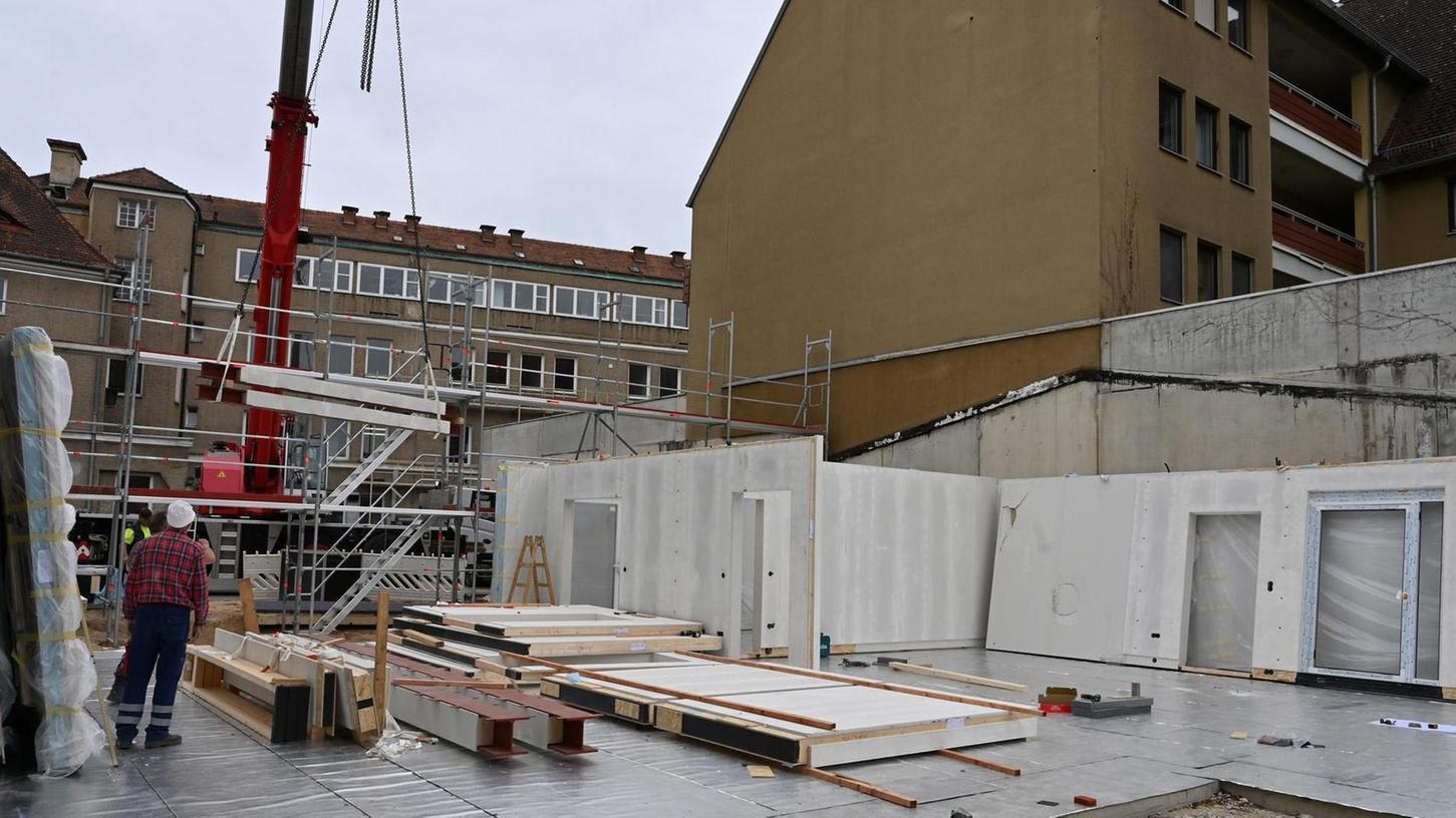 Zwar später als geplant, aber jetzt hat der Bau des CVJM-Jugendhauses begonnen. Noch gibt es eine Finanzierungslücke, die aber mit einer Spendenaktion geschlossen werden soll.