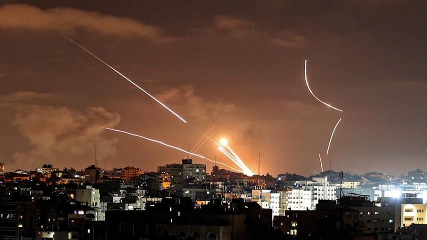 Seit dem 10. Mai beschießen militante Palästinenser Israel mit Raketen. Israels Armee reagiert darauf mit Angriffen auf Ziele im Gazastreifen, vor allem durch die Luftwaffe.