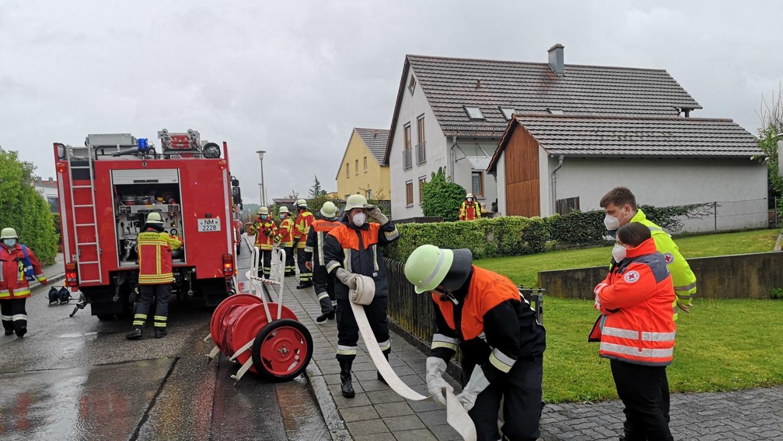 Die Feuerwehren hatten den Brand schnell unter Kontrolle. Trotzdem entstand ein hoher Schaden.