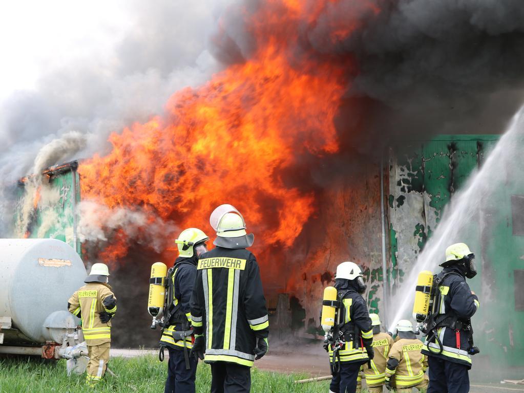 Schwebheim Brand Feuer Großbrand Engelhardt und Geissbauer Feuerwehr Foto: Bastian Lauer