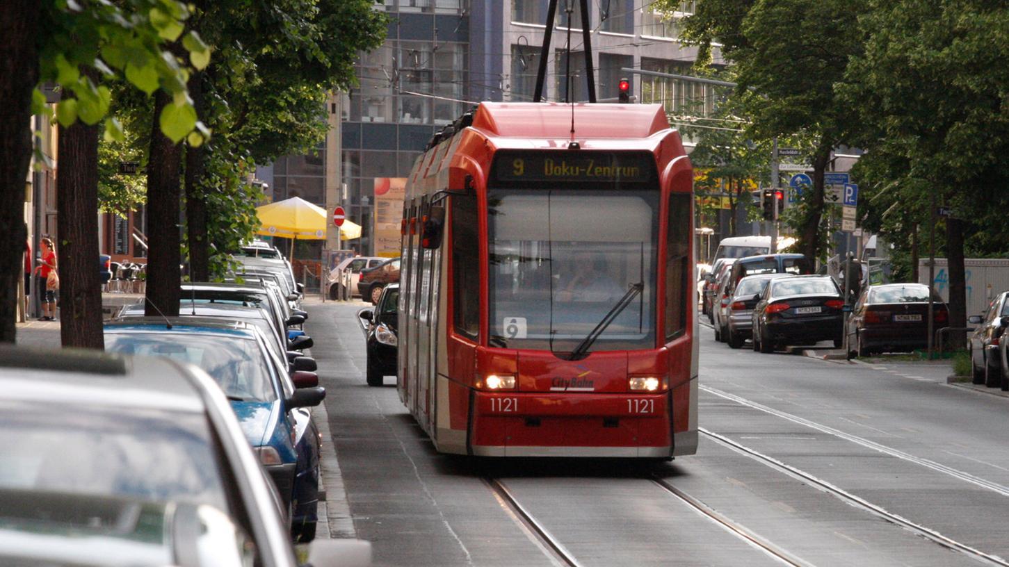 Die Straßenbahnlinie 9 verkehrte bis 2011 durch die Pirckheimerstraße. Nun soll sie reaktiviert werden.