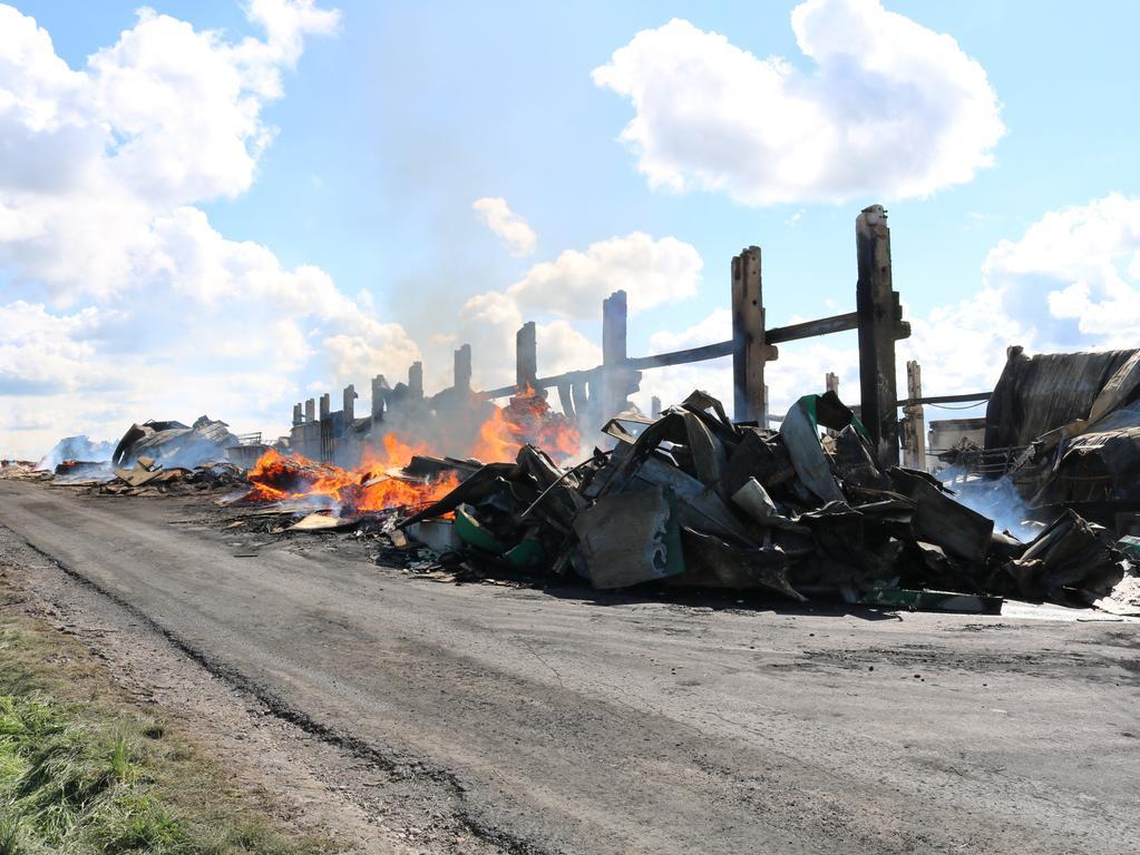 Schwebheim Großbrand Feuer Brand Engelhardt und Geissbauer Tag danach Glutnester Feuerwache Foto: Bastian Lauer
