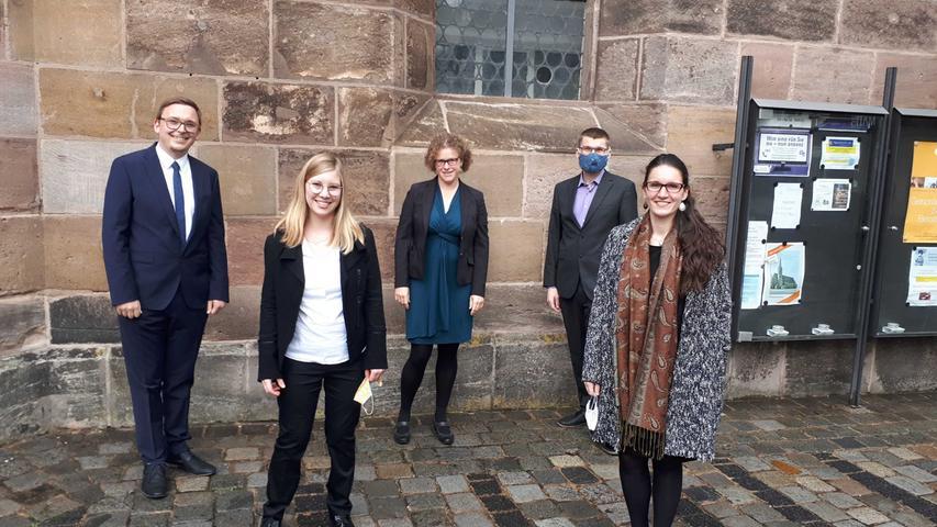 Sie haben als Vorhut schon mit den Vorbereitungen für den Nürnberger Kirchentag 2023 begonnen (von links nach rechts): Philipp Sommerlath als Beauftragter der bayerischen Landeskirche, Salome Höfler, Clara Jantos, Daniel Hufeisen und Anna Lisa Spitzauer.