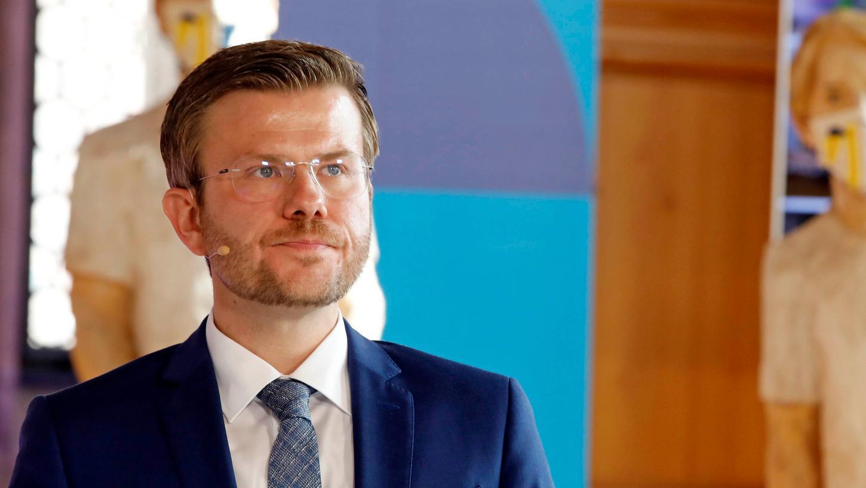 Das Gesundheitsamt kommt nicht zur Ruhe. Nun hat Oberbürgermeister Marcus König (CSU) angekündigt, die Behörde strukturell umbauen und stärker kontrollieren zu wollen.