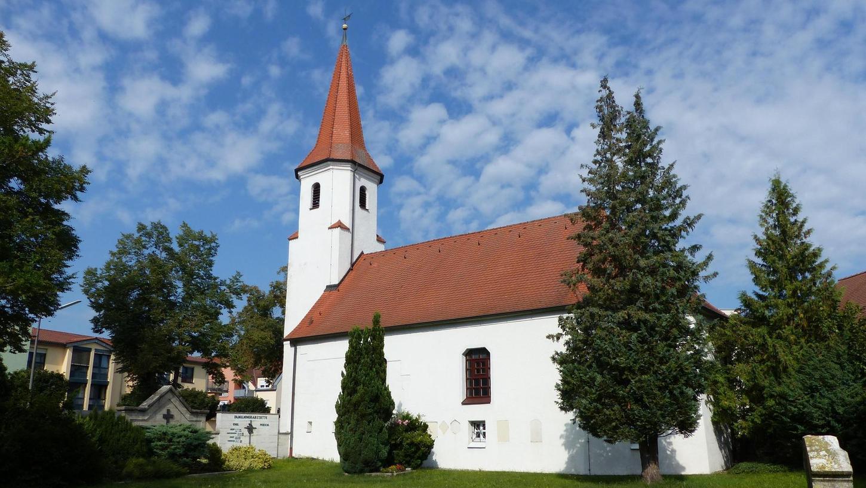 Der Zustand der Sebastianskirche in Freystadt sei bedenklich, sagt Sulzkirchens Pfarrer Alexander Proksch. Die evangelische Kirchengemeinde könne sich eine Renovierung nicht leisten und will sich daher von dem Gotteshaus trennen.