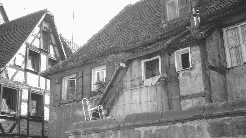 Die besten Jahre sind vorbei: Dach, Fenster, Fassaden und Mauerwerk könnten eine gründliche Renovierung vertragen. Ob allerdings die Abrissbirne schneller war, entzieht sich der Kenntnis der Fachleute vom Stadtarchiv.
