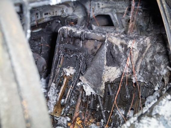 Frau rettet Katze aus brennendem Pkw auf der A3 Zwischen Parsberg und Velburg