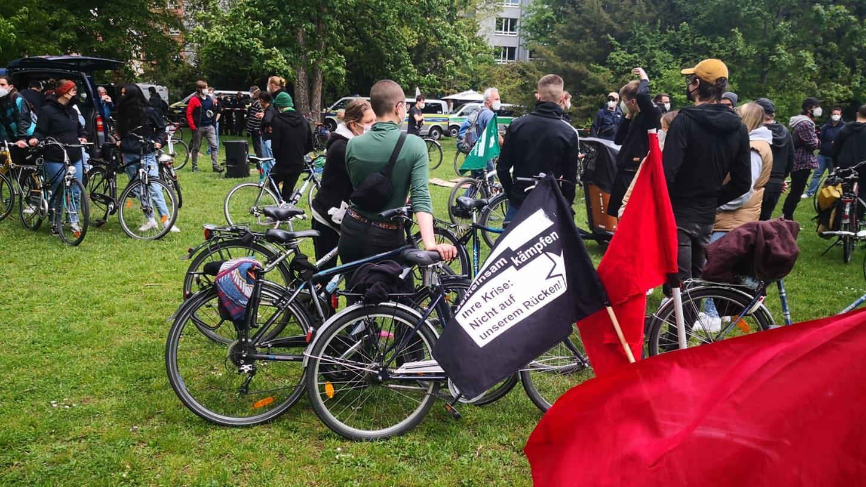 Fahrrad-Demo gegen die Querdenker-Kundgebung: Vom Rosenaupark aus startet eine Gegen-Kundgebung und radelt dann Richtung Volksfestplatz.