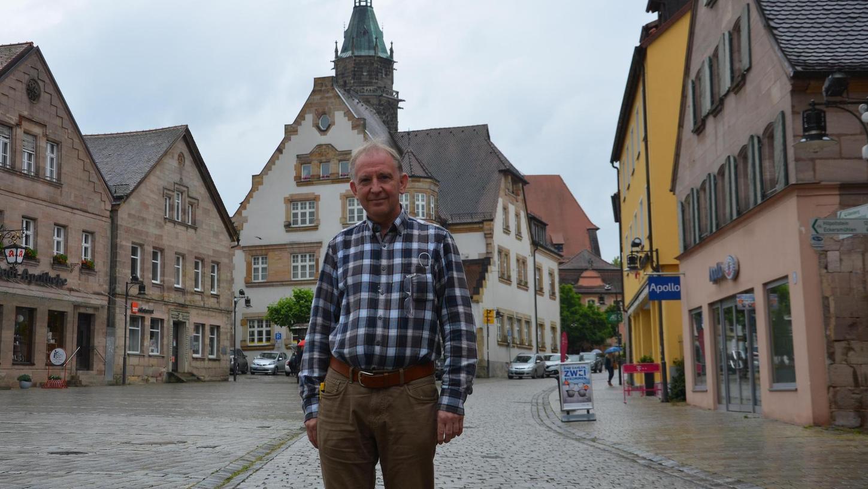 Uwe Heyder, der Rother Kreisvorsitzende des Handelsverbandes, hält die Öffnung des Marktplatzes für den motorisierten Verkehr für keine gute Idee. Seine Überzeugung: Mehr Autos bringen nicht mehr Frequenz in die Innenstadt.
