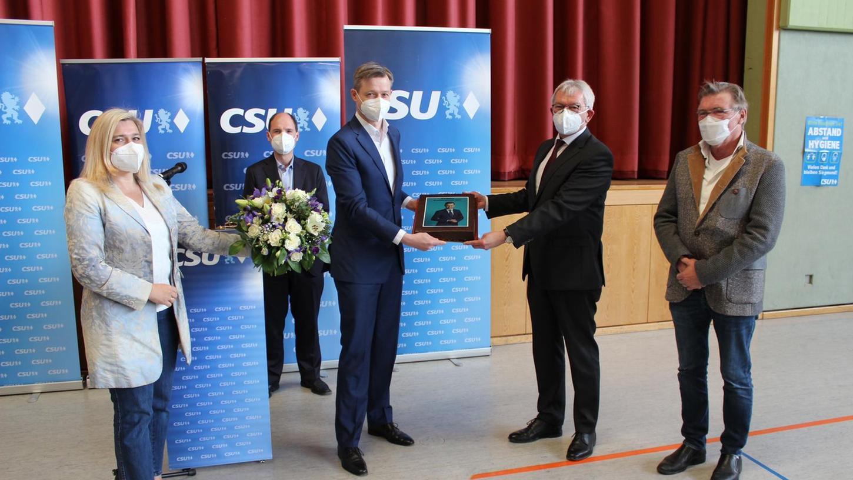 Mit großer Mehrheit wurde der CSU-Bundestagsabgeordnete erneut gewählt.
