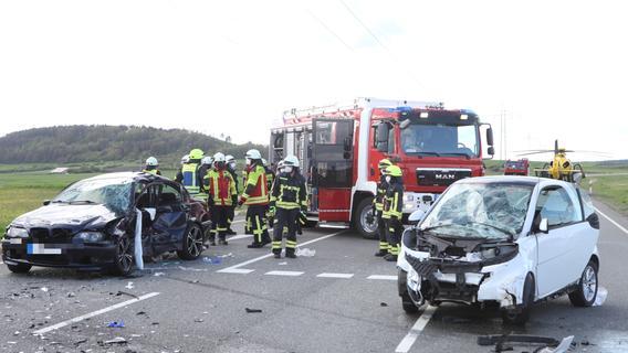 BMW kollidiert mit Smart: 18-Jähriger wird schwer verletzt