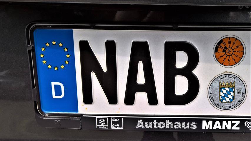 In Landkreis Amberg-Sulzbach werden jedes Jahr bis zu 300 Altkennzeichen ausgegeben, darunter auch NAB für Nabburg.