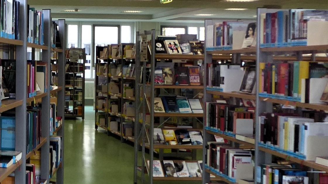 Reichlich Lesestoff oder andere Medien gibt es in den Pfingstferien zwar bei beschränkten Besucherzahlen, dafür aber verlängerten Öffnungszeiten.