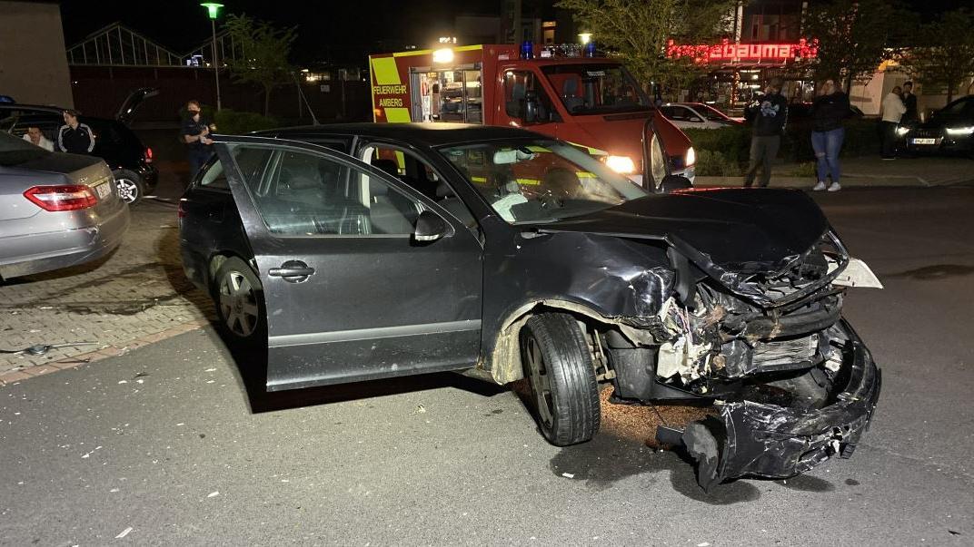 Die Autos der beiden Beteiligten waren nach dem Unfall Schrott.