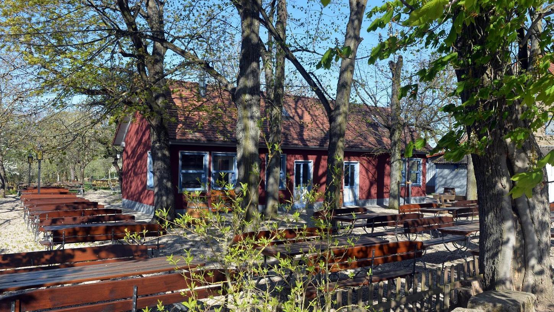 Die gähnende Leere im Atzelsberger Biergarten ist bald Vergangenheit. Nach einem Warm-up per Food-Truck auf dem Parkplatz geht es am 1. Juni richtig los.