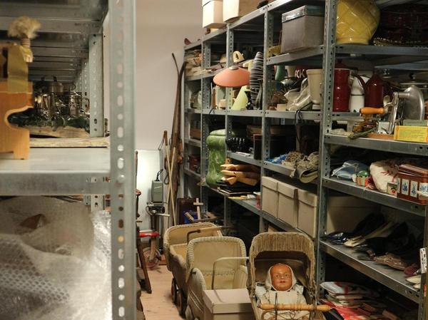 Im Depot des Museums schlummern noch viel mehr Gegenstände. Doch der Platz für sie ist seit Jahren knapp.
