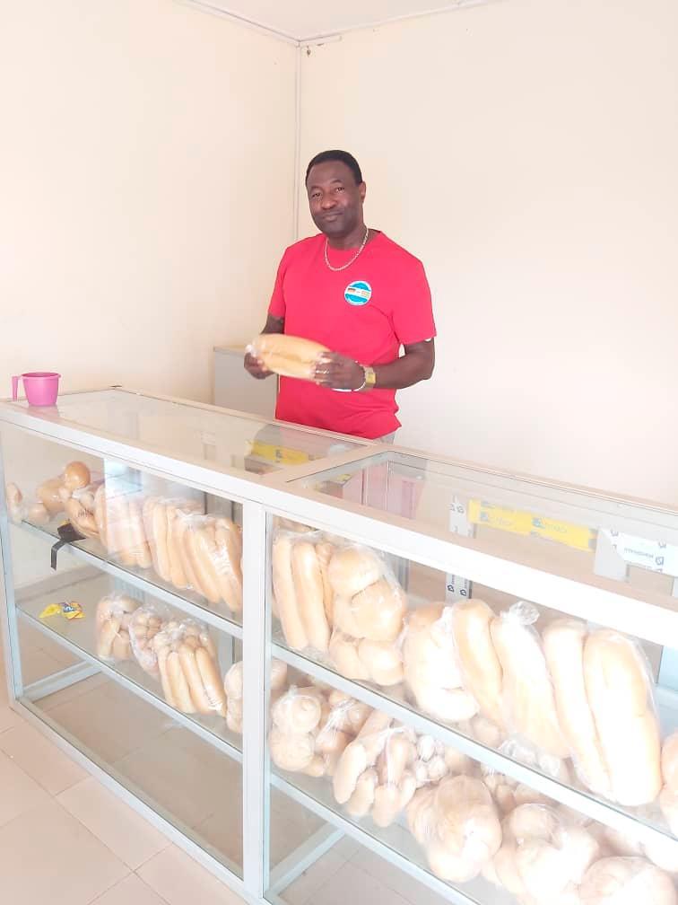 Ressort: Lokales - Neumarkt....Datum: 10.05.2021....Foto: David Djore ....Bäckerei Dr. Luppa Campus in Bassar.. ..Wir versorgen jetzt schon unser Schüler mit die Brötchen aus eigenen Bäckerei. ......Bäckerei Dr. Luppa Campus in Bassar........