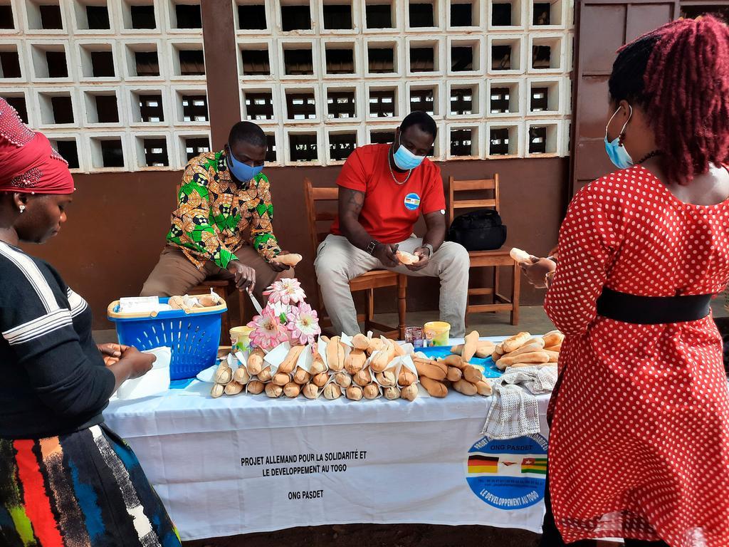 Ressort: Lokales - Neumarkt....Datum: 25.02.2021....Foto: David Djore ....Bäckerei Dr. Luppa Campus in Bassar.. ..Wir versorgen jetzt schon unser Schüler mit die Brötchen aus eigenen Bäckerei. ......Bäckerei Dr. Luppa Campus in Bassar........