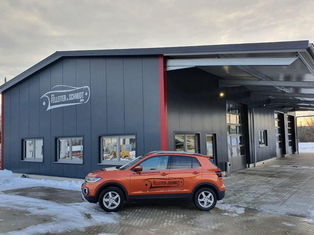 Werkstatteinfahrt der Firma Auto Felleiter & Schmidt