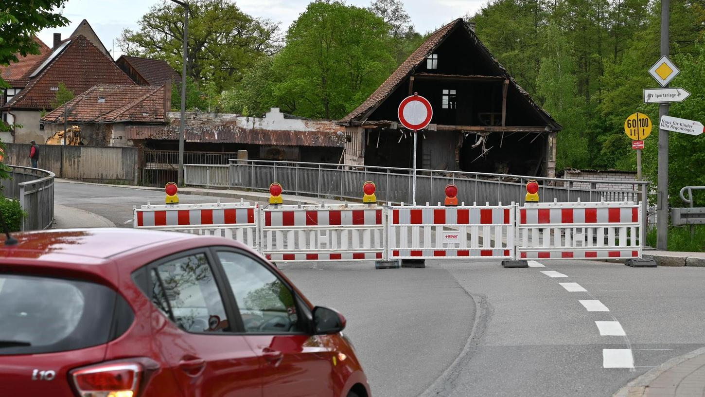 Hier geht es nicht mehr durch. Die Sperrung der Brücke in der Mitte von Eckersmühlen zwingt die Autofahrer auf Umwege.