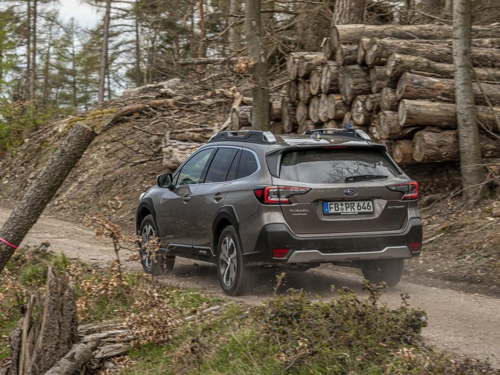 Der bekannte 2,5-l-Vierzylinder-Boxer leistet 124 kW/169 PS. Laut Subaru wurden 90 Prozent der Teile dieses Direkteinspritzers überarbeitet oder erneuert.
