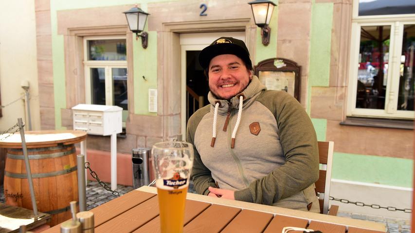 FOTO: Hans-Joachim Winckler DATUM: 18.5.2021  MOTIV: Im Landkreis Fürth hat die Außengastronomie wieder geöffnet - Maroni in Zirndorf