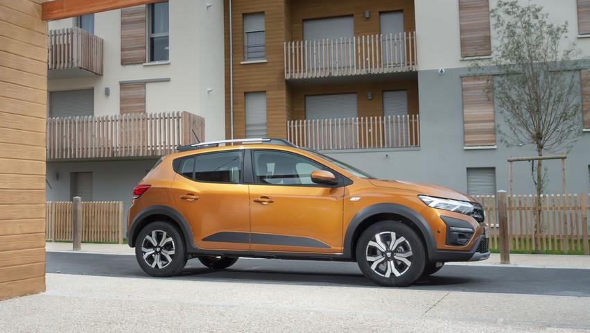 Keine Rechtfertigungsnöte: Den Dacia Sandero Stepway stellt man sich gern vors Haus.