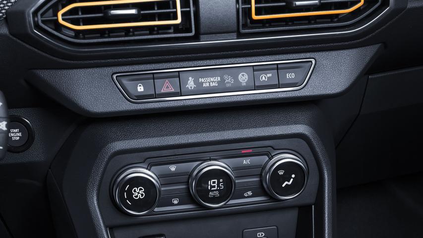 Gegen 1200 Euro Aufpreis ersetzt Dacia das manuelle Sechsganggetriebe durch eine stufenlose CVT-Automatik.