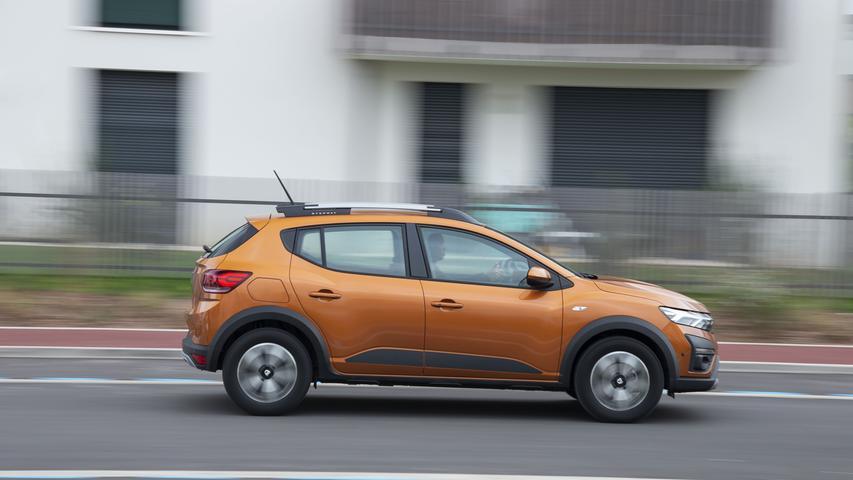 Besonders kleidsam: Die Metallic-Farbe Taklamakan-Orange. Sie erfordert einen Aufpreis von 600 Euro.