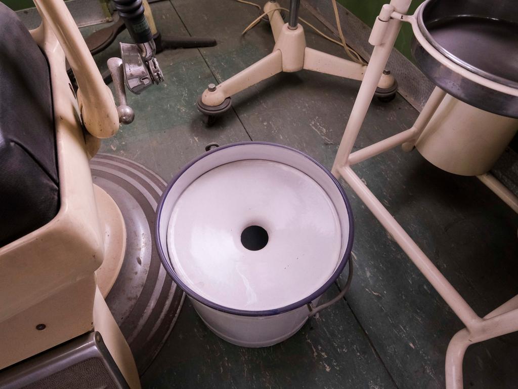 Nürnberg; 07.05.2021; Clinomobil: Die Zahnarztpraxis auf Rädern ; von 1955 bis 1970 im Einsatz; steht jetzt im Ofenwerk; Foto: Günter Distler