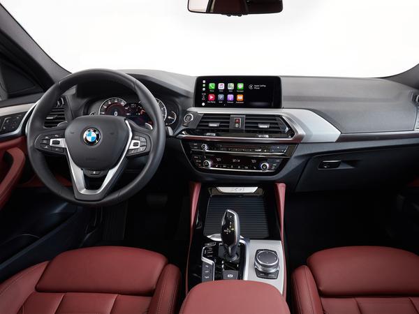 Kommandostand im X4: Mit BMW-typischem Dreh-Drück-Regler