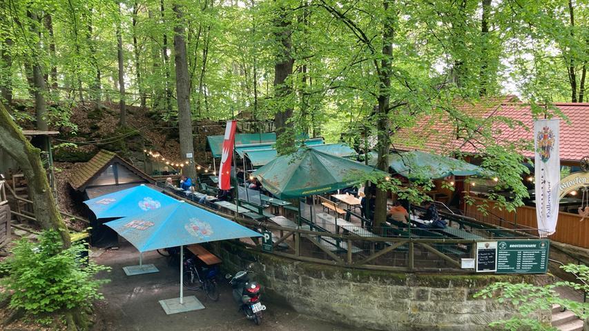 Foto: Lukas Koschyk - gesp. 5/2021 Per Mail von: lukas.koschyk@gmx.net MOTIV: Raum Forchheim; Biergarten; Schänke; (keine weiteren Infos)