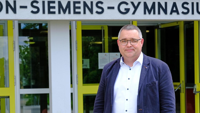 Stefan Reutner ist stellvertretender Leiter des Werner-von-Siemens-Gymnasiums in Weißenburg. Der Pfarrer wechselt ab August nach Treuchtlingen an die Senefelder-Schule, wo er die Gesamtleitung übernimmt.