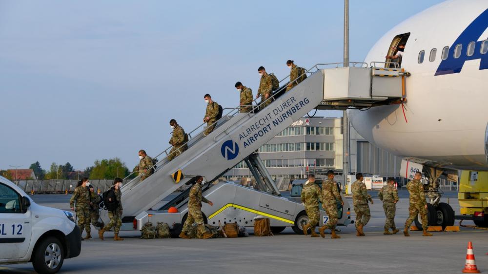 Am frühen Morgen erreichten die Soldaten den Nürnberger Flughafen.