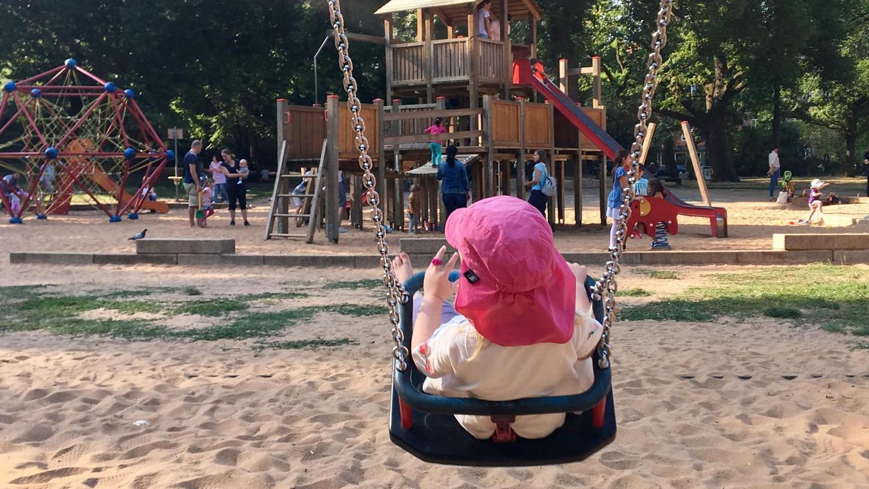 Großzügige Spielflächen – wie hier im Rosenaupark – sind in den dichter besiedelten Stadtteilen Nürnbergs, die oft auch sozial benachteiligt sind, eher rar gesät.