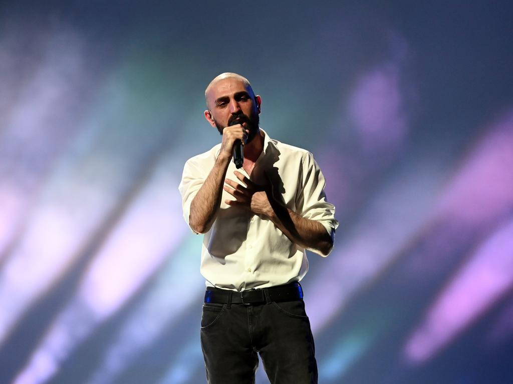 20.05.2021, Niederlande, Rotterdam: Der Sänger Tornike Kipiani (Georgien) tritt mit dem Song