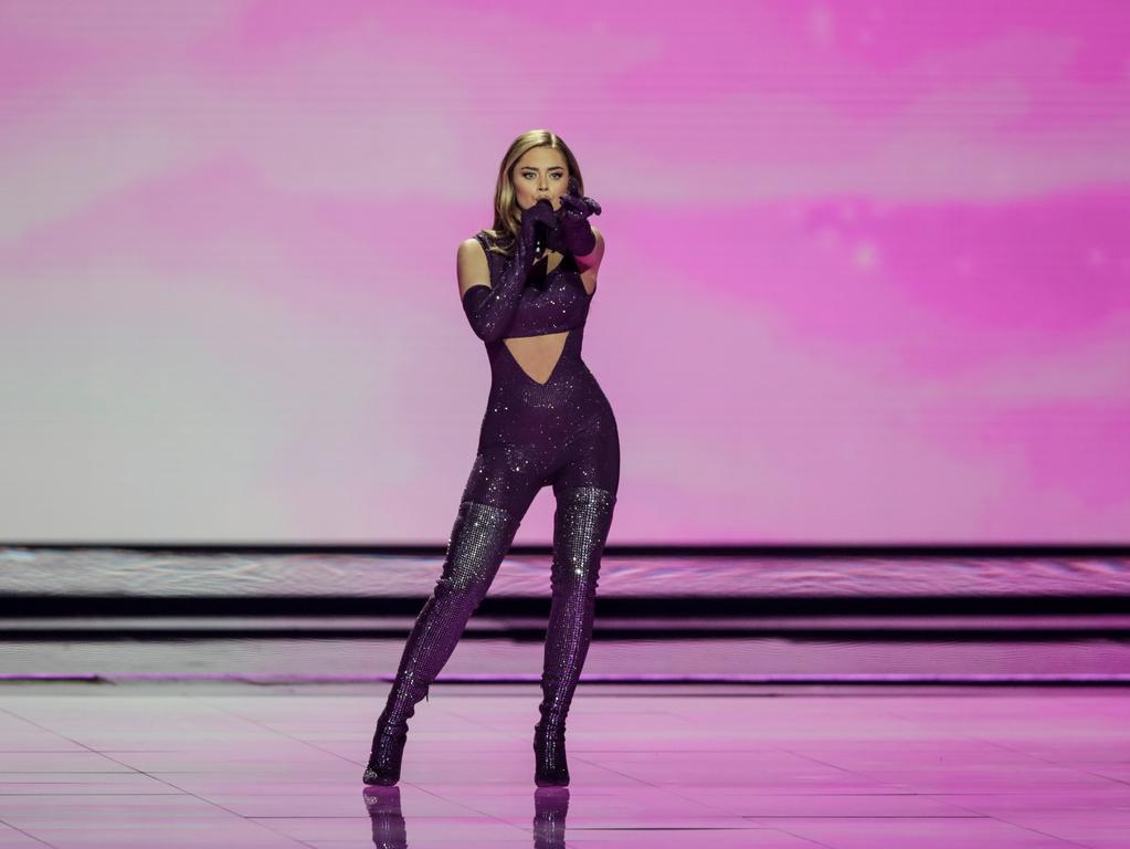 22.05.2021, Niederlande, Rotterdam: Stefania aus Griechenland singt Last Dance beim großen Finale des Eurovision Song Contest (ESC) in der Ahoy-Arena. Foto: Peter Dejong/AP/dpa +++ dpa-Bildfunk +++