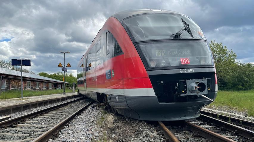 Aufwändige Bergung: Zug entgleist im Erlbacher Bahnhof
