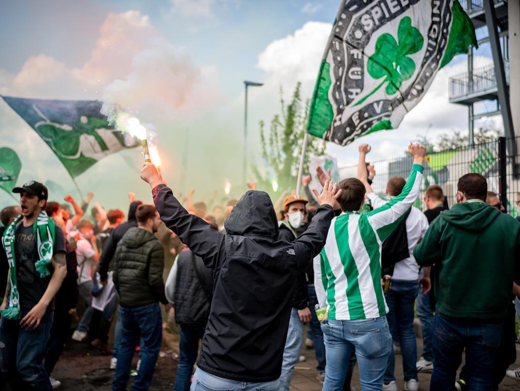 23.05.2021 --- Fussball --- Saison 2020 2021 --- 2. Fussball - Bundesliga --- 34. Spieltag: SpVgg Greuther Fürth ( Kleeblatt ) - Fortuna Düsseldorf F95 --- Foto: Sport-/Pressefoto Wolfgang Zink / ThHa --- DFL REGULATIONS PROHIBIT ANY USE OF PHOTOGRAPHS AS IMAGE SEQUENCES AND/OR QUASI-VIDEO --- ..Jubel über die Fürther Tore