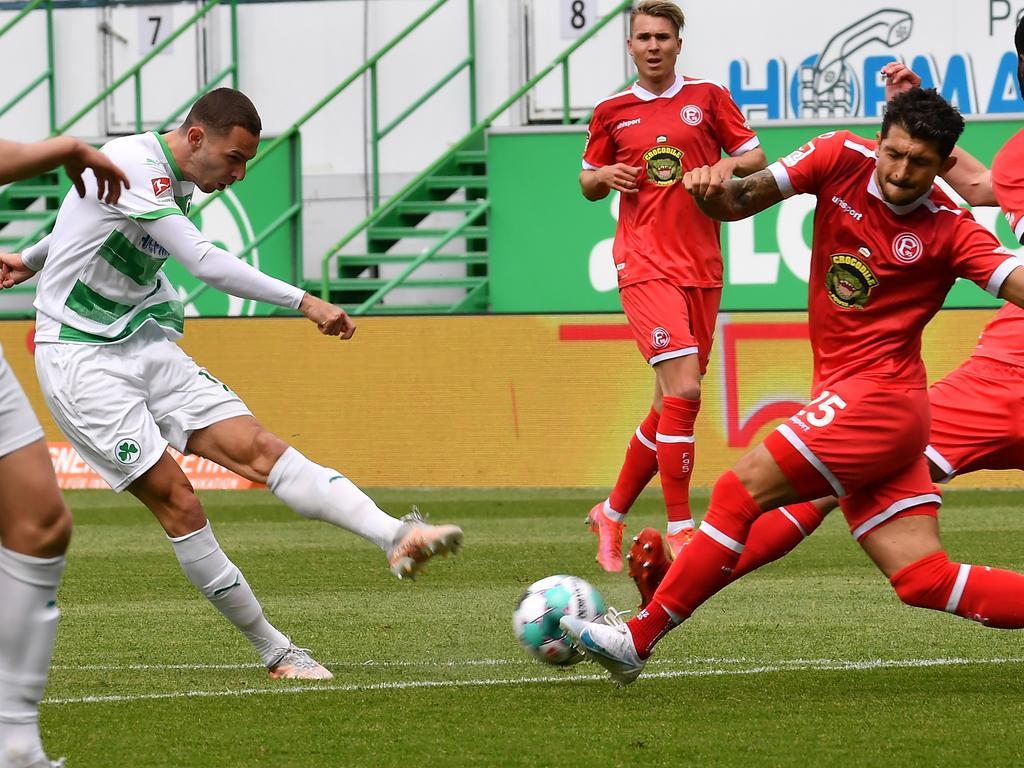 23.05.2021 --- Fussball --- Saison 2020 2021 --- 2. Fussball - Bundesliga --- 34. Spieltag: SpVgg Greuther Fürth ( Kleeblatt ) - Fortuna Düsseldorf F95 --- Foto: Sport-/Pressefoto Wolfgang Zink / WoZi --- DFL REGULATIONS PROHIBIT ANY USE OF PHOTOGRAPHS AS IMAGE SEQUENCES AND/OR QUASI-VIDEO ---   Branimir Hrgota (10. SpVgg Greuther Fürth ) Matthias Zimmermann (25, Fortuna Düsseldorf F95 )