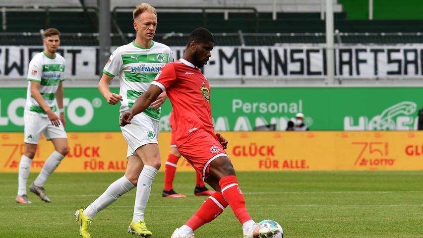 23.05.2021 --- Fussball --- Saison 2020 2021 --- 2. Fussball - Bundesliga --- 34. Spieltag: SpVgg Greuther Fürth ( Kleeblatt ) - Fortuna Düsseldorf F95 --- Foto: Sport-/Pressefoto Wolfgang Zink / WoZi --- DFL REGULATIONS PROHIBIT ANY USE OF PHOTOGRAPHS AS IMAGE SEQUENCES AND/OR QUASI-VIDEO ---   Havard Nielsen (16, SpVgg Greuther Fürth ) Kevin Danso (4, Fortuna Düsseldorf F95 )