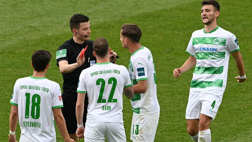 Greuther Fuerth's midfielder Paul Seguin (2R), defender Daniel Raum (2L) and others speak with German referee Harm Osmers after he showed the red card to Fuerth's midfielder Anton Stach (not pictured) during the German second division Bundesliga football match SpVgg Greuther Fuerth vs Fortuna Duesseldorf in Fuerth, central Germany, on May 23, 2021. (Photo by Christof STACHE / AFP) / DFL REGULATIONS PROHIBIT ANY USE OF PHOTOGRAPHS AS IMAGE SEQUENCES AND/OR QUASI-VIDEO