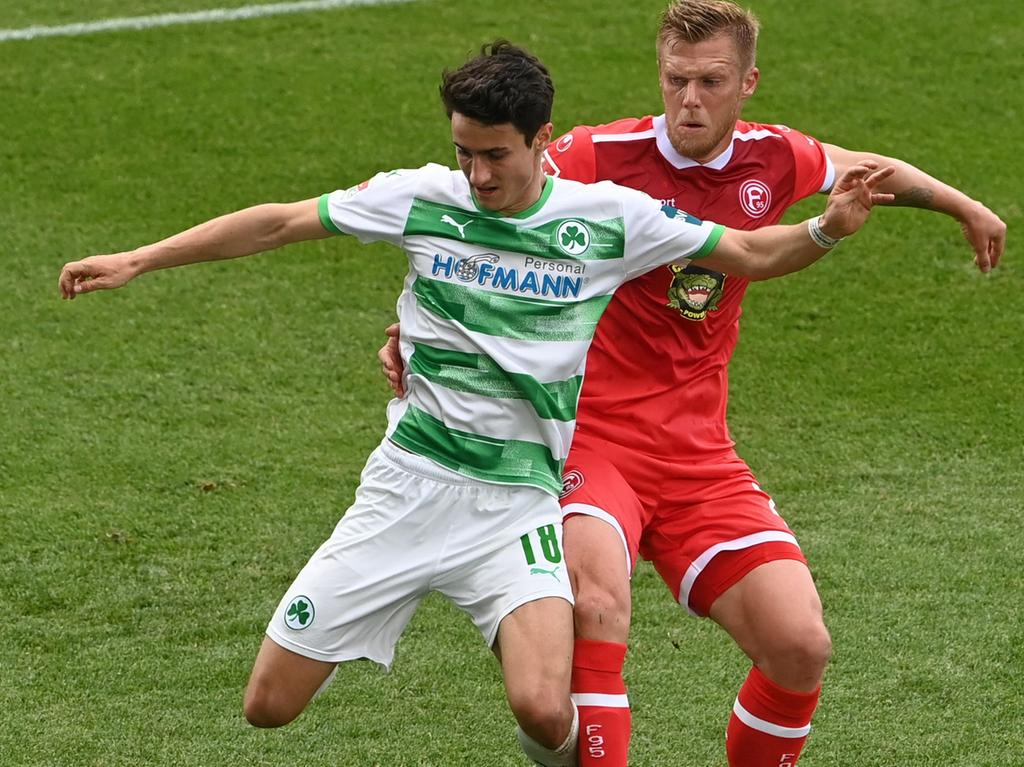 (L-R) Greuther Fuerth's defender Marco Meyerhoefer and Duesseldorf's striker Rouwen Hennings vie for the ball during the German second division Bundesliga football match SpVgg Greuther Fuerth vs Fortuna Duesseldorf in Fuerth, central Germany, on May 23, 2021. (Photo by Christof STACHE / AFP) / DFL REGULATIONS PROHIBIT ANY USE OF PHOTOGRAPHS AS IMAGE SEQUENCES AND/OR QUASI-VIDEO