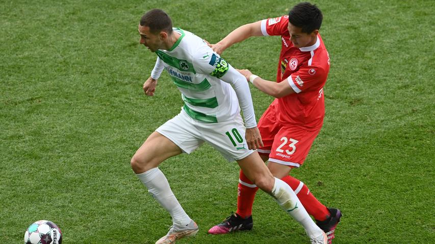 Fuerth's Bosnia's striker Branimir Hrgota (L) and Duesseldorf's midfielder Shinta Karl Appelkamp (R) vie for the ball during the German second division Bundesliga football match SpVgg Greuther Fuerth vs Fortuna Duesseldorf in Fuerth, southern Germany, on May 23, 2021. (Photo by Christof STACHE / AFP) / DFL REGULATIONS PROHIBIT ANY USE OF PHOTOGRAPHS AS IMAGE SEQUENCES AND/OR QUASI-VIDEO