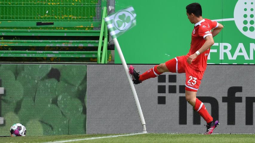 23.05.2021 --- Fussball --- Saison 2020 2021 --- 2. Fussball - Bundesliga --- 34. Spieltag: SpVgg Greuther Fürth ( Kleeblatt ) - Fortuna Düsseldorf F95 --- Foto: Sport-/Pressefoto Wolfgang Zink / WoZi --- DFL REGULATIONS PROHIBIT ANY USE OF PHOTOGRAPHS AS IMAGE SEQUENCES AND/OR QUASI-VIDEO ---   Torjubel Jubel Freude nach Treffer Tor Torschuß zum 1:2 durch Shinta Appelkamp (23, Fortuna Düsseldorf F95 ) -