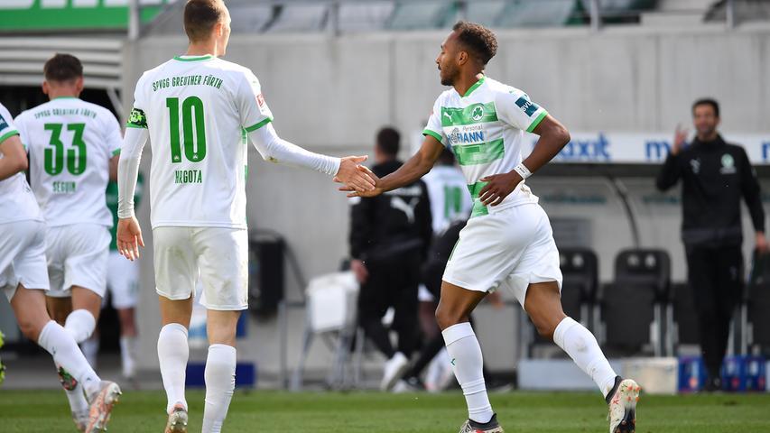 23.05.2021 --- Fussball --- Saison 2020 2021 --- 2. Fussball - Bundesliga --- 34. Spieltag: SpVgg Greuther Fürth ( Kleeblatt ) - Fortuna Düsseldorf F95 --- Foto: Sport-/Pressefoto Wolfgang Zink / WoZi --- DFL REGULATIONS PROHIBIT ANY USE OF PHOTOGRAPHS AS IMAGE SEQUENCES AND/OR QUASI-VIDEO ---   Torjubel Jubel Freude nach Treffer Tor Torschuß zum 2:2 durch Julian Green (37, SpVgg Greuther Fürth ) - Branimir Hrgota (10. SpVgg Greuther Fürth ) Julian Green (37, SpVgg Greuther Fürth )