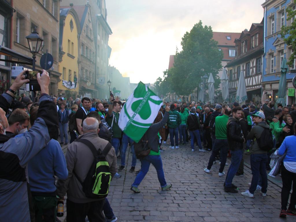 Aufstieg der SpVgg, nach dem Abpfiff in der Gustavstraße