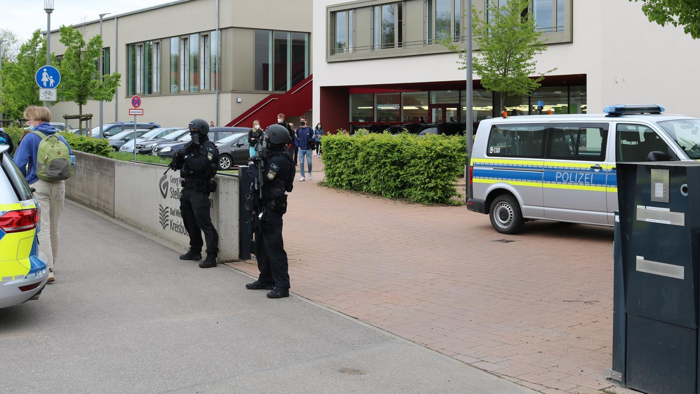 Polizisten der Inspektion Bad Windsheim und eine Unterstützungseinheit aus Nürnberg waren vor Ort.
